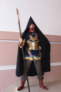Cimmerian warrior Historical Costume, Historical Clothing, Bronze Age Collapse, Parthian Empire, Military Costumes, Ancient Armor, Sword And Sorcery, Iron Age, Barbarian
