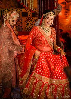 Pakistani Wedding Dresses Red Bridal Lehenga 44 Ideas For 2020 Designer Bridal Lehenga, Indian Bridal Lehenga, Indian Bridal Outfits, Indian Bridal Fashion, Indian Bridal Wear, Pakistani Bridal, Indian Wear, Indian Wedding Couple, Indian Bride And Groom