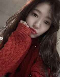 Park Shin-hye Greets Everyone in Red on Christmas Day - Jayne Bice Asian Actors, Korean Actresses, Korean Actors, Actors & Actresses, Park Shin Hye, Korean Makeup Look, Korean Beauty, Asian Beauty, Park Hyun Sik