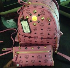 Yeeeesssss!♥this pink MCM backpack & wallet. I want this bad! Imma get it....