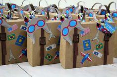 Maleta aviador em papel kraft, ideal para colocar lembrancinhas no tema.
