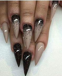 150 Gorgeous Glitter Stiletto Nail Art Design 2018 - Reny Styles Source by runnigbeardb Fabulous Nails, Gorgeous Nails, Hot Nails, Hair And Nails, Stiletto Nail Art, Acrylic Nails, Acrylics, Nagel Gel, Black Nails