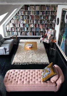 81 Cozy Home Library Interior Ideas Modern houses are not only about living rooms, the kitchen, bedrooms, the dining space or the toilets. The most recent and hottest trends is the advent of incredible home libraries. Style At Home, Sweet Home, Decoration Inspiration, Decor Ideas, 31 Ideas, Boho Ideas, Home Libraries, Home And Deco, My New Room
