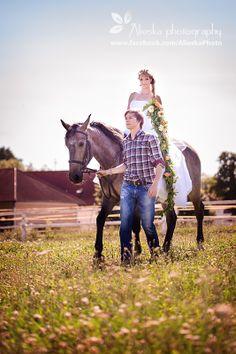 #horsewedding, #bride, #groom, #vintagewedding, #horse, #wedding, #vintage, #farm, #horses, #alieskaphoto, #jean, #nature, #equestrian