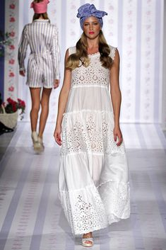 The complete Luisa Beccaria Spring 2013 Ready-to-Wear fashion show now on Vogue Runway. White Fashion, Boho Fashion, Fashion Show, Fashion Outfits, Fashion Design, Luisa Beccaria, Eyelet Dress, Lace Dress, Simple Dresses