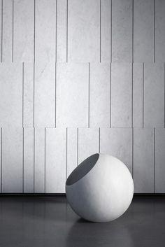 Indoor natural stone wall tiles TRATTI By Salvatori design Elisa Ossino Marble Wall, Wall Tiles, Interior Walls, Modern Interior, Interior Painting, Pattern Texture, Texture Design, Natural Stone Wall, Lobby Design