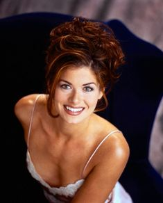 Debra Messing My dream role for her? A modern Brenda Starr TV show or Feature Film (drama). She not only has the perfect look for the iconic character, but brings the smarts, talent and would be perfect for it. Beautiful Red Hair, Beautiful Redhead, Beautiful Women, Debra Messing, Brooklyn, Divas, New York City, Look Thinner, Up Girl