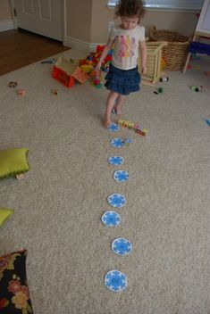 Gross motor snowflake activity with variations and free printable templates.  Practice numbers and letters.