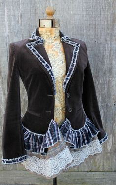 What a great upcycle Diy Fashion, Ideias Fashion, Fashion Design, Punk Fashion, Fashion Dresses, Abaya Mode, Diy Vetement, Altered Couture, Cute Jackets