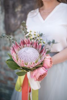 Sometimes bigger is better! We love the statement a big bloom like this king protea makes! Photography: @saybre Diy Wedding Bouquet, Diy Bouquet, Bridesmaid Bouquet, Wedding Flowers, Green Flowers, Cut Flowers, Budget Wedding, Wedding Planning, King Protea