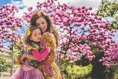 Mãe e filha em jardim de cerejeiras para celebrar o Dia das Mães! Catarina Accioly e Gabi!