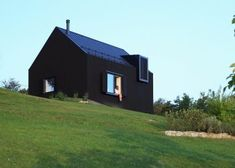 Black Lodge by Tomislav Soldo Walnut Tree, House and Terrace From the architect. The genes. Style At Home, Cabin Lighting, Interior Minimalista, Modern Barn, Contemporary Barn, Architect House, Modern Exterior, House And Home Magazine, Home Fashion