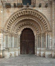 Colegiata de Santa María la Mayor .Toro,Zamora. La inspiración de esta colegiata es la Catedral de Zamora, que también influyó en el diseño de otras construcciones, como es el caso de la catedral Vieja de Salamanca. Comenzó a construirse en el siglo XII
