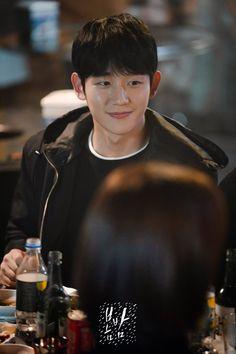 """Jung Hae In no puede dejar de mirar a Han Ji Min en """"One Spring Night"""" Asian Actors, Korean Actors, Korean Dramas, Han Ji Min, Die Beatles, Jung In, Handsome Asian Men, Boys Like, Kdrama Actors"""