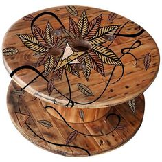 Could do some design and wood burning You are in the right place about wooden reel table Here we offer you the most beautiful pictures about the wooden reel table dining rooms you are looking for. Diy Cable Spool Table, Wood Spool Tables, Large Wooden Spools, Wooden Cable Spools, Wooden Cable Reel, Painted Furniture, Diy Furniture, Bois Diy, Recycled Wood