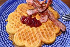 RAGGMUNKAR MED POTATIS- & MOROTSRIV - Jennys Matblogg A Food, Waffles, Bacon, Breakfast, Frases, God, Morning Coffee, Waffle, Pork Belly