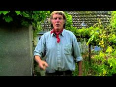 Growing Vegetables - Making compost and seed saving with Patrick Whitefield - Video 6 - YouTube