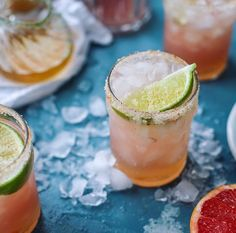 How Sweet Eats pink grapefruit margaritas with chili salt Spring Cocktails, Cocktail Drinks, Fun Drinks, Yummy Drinks, Cocktail Recipes, Alcoholic Drinks, Beverages, Cold Drinks, Grapefruit Margarita Recipe