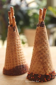 Teepee treats - This idea is cute for my Native American Unit - Recipes to cook - Native American Baby, Native American Wedding, Native American Crafts, American Indians, Pocahontas, Preschool Snacks, Preschool Crafts, Indian Birthday Parties, American Party