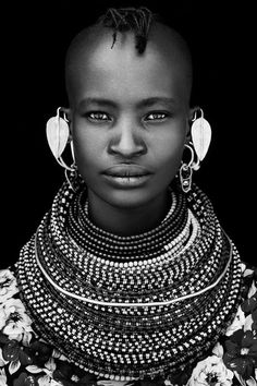 Come with me to Africa African Tribes, African Women, African Art, Black Is Beautiful, Beautiful People, Beautiful Pictures, Tatoo Africa, Nile Crocodile, Tribal People