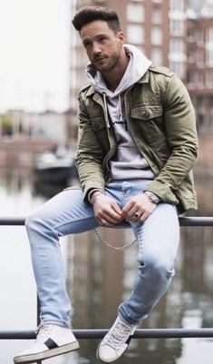 Field Jacket Outfits For Men // There are many types of jackets to experiment with and (in my opinion) these are the best jackets for men that you'll definitely want to know about. Pictured here is the timeless, ever classic olive field jacket. Cool Jackets For Men, Types Of Jackets, Men's Jackets, Bomber Jackets For Men, Mens Casual Jackets, Mens Winter Jackets, Mens Fall Outfits, Cool Outfits For Men, Trendy Mens Fashion