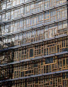 Pour le nouveau siège du Conseil de l'Union européenne à Bruxelles, l'architecte et ingénieur belge Philippe Samyn a imaginé une façade de vieilles fenêtres en chêne collectées dans chacun des Etats membres.
