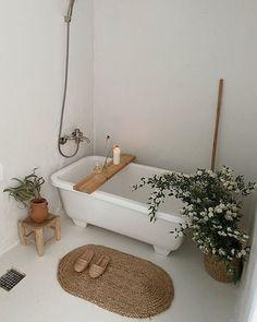 Victorian Bathroom, Clawfoot Bathtub, Bath Caddy, Home, Ad Home, Homes, Haus, Houses