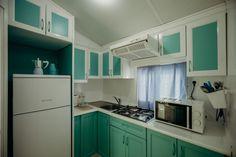 Mobil Homes en alquiler en el camping situado en primera línea de mar, en la Costa Dorada. Cinque Terre, Kitchen Cabinets, Home Decor, Beach Feet, El Dorado, Decoration Home, Room Decor, Cabinets, Home Interior Design