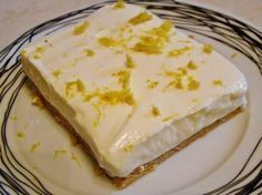 Lemon dessert with digestives and Greek yogurt Greek Sweets, Greek Desserts, Summer Desserts, Easy Desserts, Delicious Desserts, Lemon Recipes, Sweets Recipes, Greek Recipes, Cake Recipes