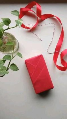 Christmas Gift Baskets, Christmas Gift Wrapping, Christmas Gifts, Diy Birthday Gifts For Friends, Diy Gifts Videos, Creative Gifts, Creative Gift Packaging, Gift Wraping, Present Wrapping