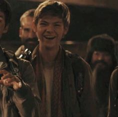 Look that smile! Why is the guy from Night at the museum behind him? Maze Runner The Scorch, Maze Runner Thomas, Maze Runner Cast, Maze Runner Movie, Maze Runner Series, Thomas Brodie Sangster, Newt Thomas, Night At The Museum, The Scorch Trials