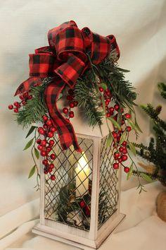 Christmas Centerpieces For Table Lantern - Christmas Lantern Christmas Decor, Christmas Table Centerpieces, Christmas Bathroom Decor, Country Christmas Decorations, Christmas Arrangements, Farmhouse Christmas Decor, Rustic Christmas, Xmas Decorations, Christmas Diy