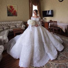 Luxury Sparkling Crystals Wedding Dresses With Lace Long Sleeve High Quality Bride Ball Gown Arabic Dubai Wedding Dress Mariage Affordable Wedding Dresses, Wedding Dresses Plus Size, Dream Wedding Dresses, Bridal Dresses, Dubai Wedding Dress, Cheap Wedding Dress, Gown Wedding, Wedding Bride, Wedding Gowns With Sleeves