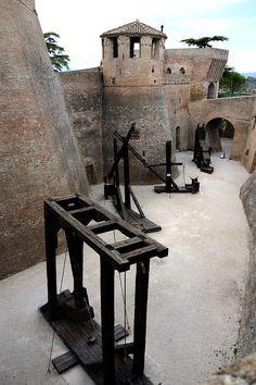 La Rocca roveresca di Mondavio, Pesaro-Urbino, Marche - 43°40′26.58″N 12°58′05.81″E