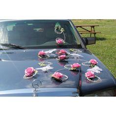 décoration voiture mariage mariées couleur rose tendre et blanc thème papillons www.bouquet-de-la-mariee.com Picnic Blanket, Outdoor Blanket, Decoration, Marie, Art Floral, Wedding Stuff, Pink, Bunch Of Flowers, Floral Garland