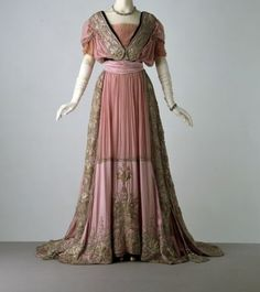 Evening Dress, c. 1908.  Source: V&A Museum