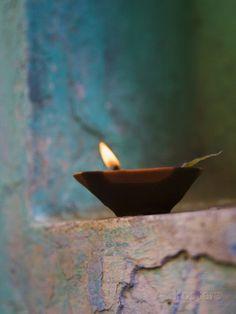 Lamp in a Little Shrine Outside Traditional House, Varanasi, India Impressão fotográfica