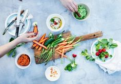 Healthy eating is often sacrificed when money's tight. Young adults stop going to supermarkets to make dinner and start ordering fast food more often.   Here's how to maintain your healthy diet for cheap.
