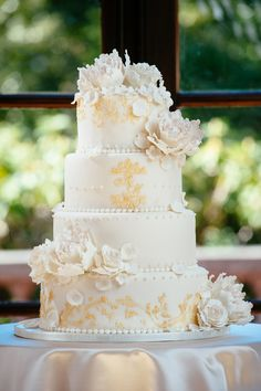 Gold and ivory luxurious weddingcake ~ ~ Will Pursell Photography, Ganache Patisserie