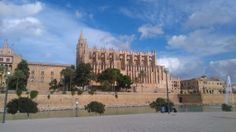 Palma Mallorca - First Impressions - Quest for the unknown Trail Running, Barcelona, Spain, Coast, Island, Explore, Mansions, House Styles, Building