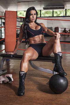 Female Form #StrongIsBeautiful #Motivation #WomenLift2 Gracyanne Barbosa
