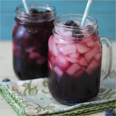 Skinny Blueberry Spritzer recipe. #weddingchicks http://www.weddingchicks.com/2014/06/13/skinny-cocktails/