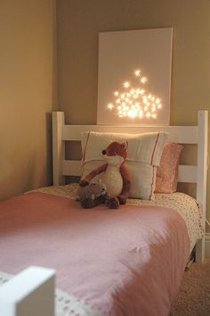 Lighted canvas diy - fun night light for a kid's room (could do any shape/design) Cuadros Diy, Light Up Canvas, Deco Kids, Room Decor, Wall Decor, Big Girl Rooms, Diy Canvas, Christmas Lights, Christmas Mantles
