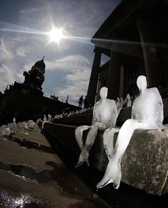 Genius...1,000 ice sculptures melted under the Berlin sun as symbols of the effects of climate change