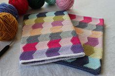 Pirjon kädenjälkiä: Ipad case with tapestry crochet.