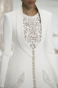 View all the detailed photos of the Chanel haute couture fall 2014 showing at Paris fashion week. Dior Haute Couture, Style Couture, Couture Details, Fashion Details, Look Fashion, Runway Fashion, Womens Fashion, Couture Coats, Milan Fashion