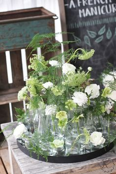 KUKKALA Kukkainen lasipullotarjotin