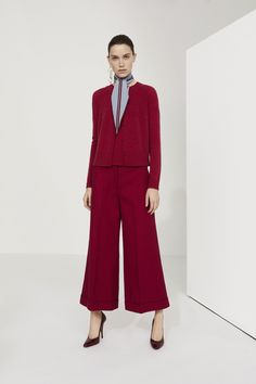 See the complete Piazza Sempione Resort 2018 collection.