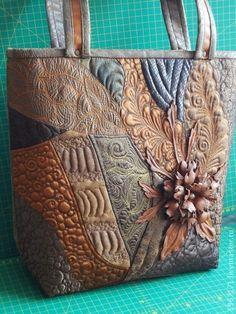 сумочка Теплая осень - 2 . - коричневый,сумка для осени,цветок из кожи Quilt bags So pretty! Hugs, Ulla's Quilt World