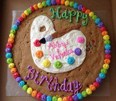 M & M-Plätzchen-Kuchen - Cookie cakes - Giant Cookie Cake, Cookie Cakes, Big Cookie, Cupcake Cakes, Cupcakes, Cookie Cake Decorations, Cookie Cake Designs, Cookie Ideas, Birthday Cake Cookies